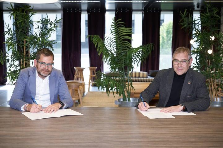 Esade Creapolis i amec signen un acord per promoure la innovació entre empreses i startups industrials